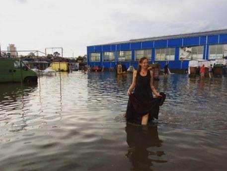 Сильный ливень затопил улицы Минска в День независимости