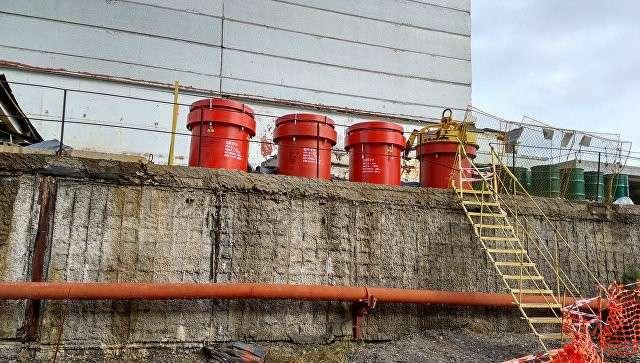 Контейнеры с ядерными отходами на Чернобыльской атомной электростанции. Архивное фото