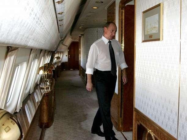 Президент России Владимир Путин на борту самолета главы российского государства, 2006 год