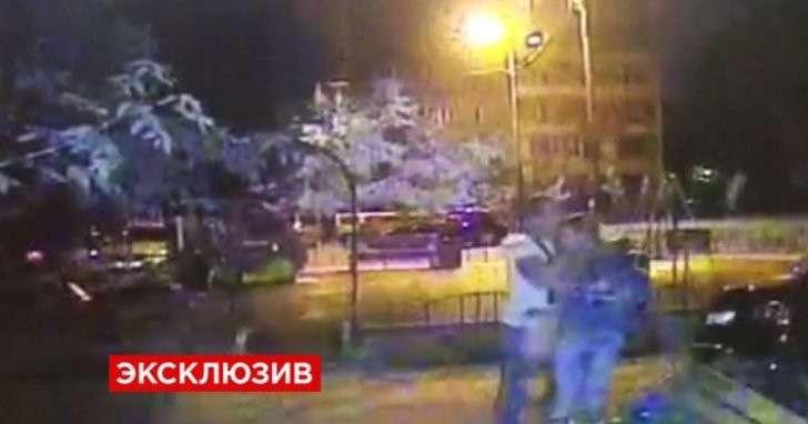 Камеры сняли нападение «вежливого насильника» на девушку в Москве