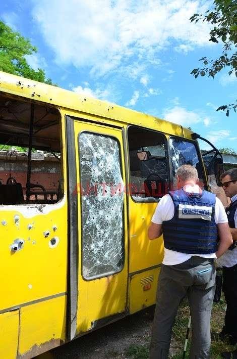 «Как вижу ОБСЕ-шника, хочу подойти и навернуть его кирпичом», - жители обстрелянного сегодняшней ночью микрорайона в Донецке