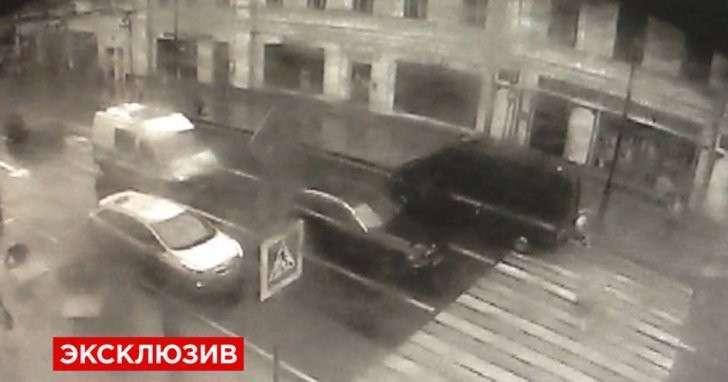 Камера сняла, как машина Следственного комитета сбила женщину в Москве