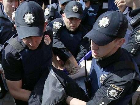 Украинские радикалы заблокировали в здании сотрудников российского посольства