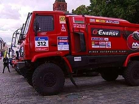 Десятки грузовиков и внедорожников выехали на Красную площадь
