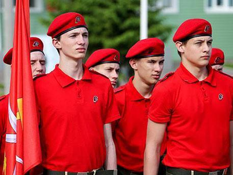 В Калининградской области десятки школьников вступили в ряды «Юнармии»