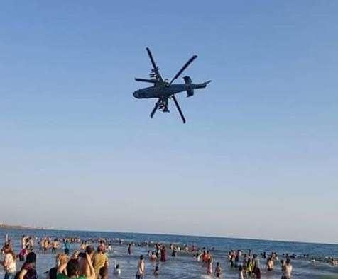 Пилоты Ка-52 устроили авиашоу перед отдыхающими на пляже в Сирии