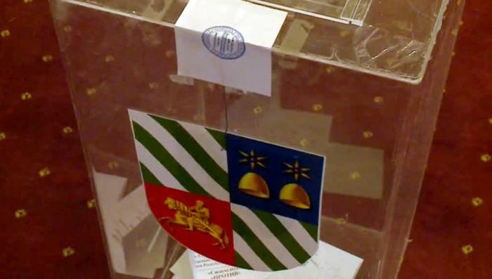 На референдум оппозици по досрочным выборам президента пришли полпроцента абхазов