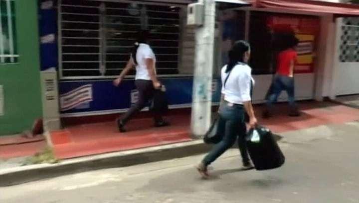 К соседям за продуктами: Венесуэле пришлось открыть границу с Колумбией