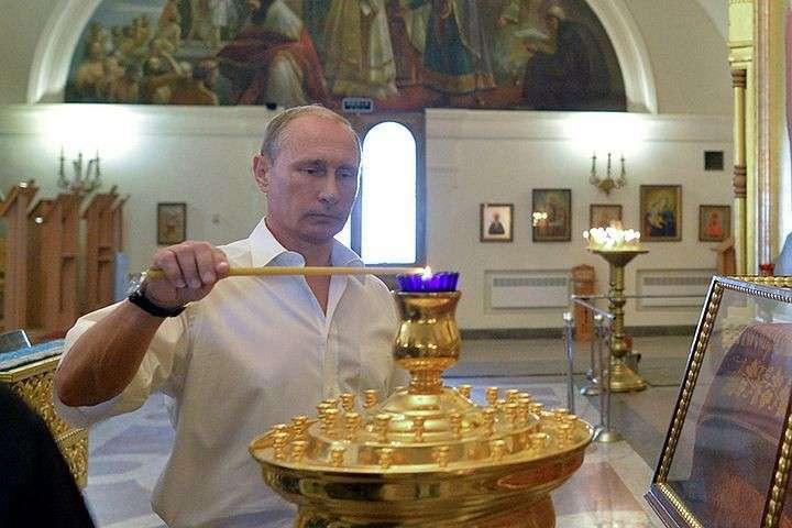 Владимир Путин попросил монахов Валаама молиться за погибших в Сирии