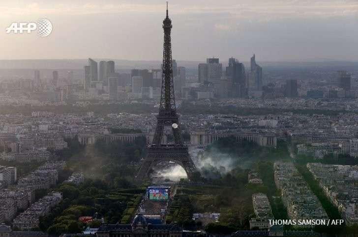 Французская полиция применила слезоточивый газ против фанатов на Евро-2016