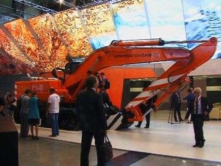 На выставке «Иннопром» показали экскаваторы на базе платформы «Армата»