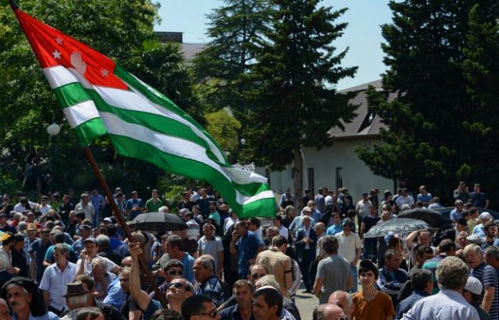"""""""На кону судьба страны"""": что происходит в Абхазии"""