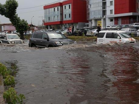 Потоп в Красноярске: ливень парализовал городское движение
