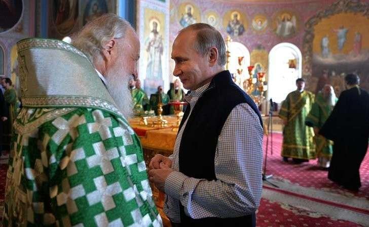 СПатриархом Московским ивсея Руси Кириллом перед началом торжественной литургии вСпасо-Преображенском соборе Валаамского монастыря.
