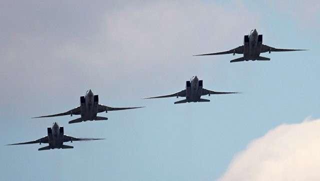 Дальние ракетоносцы-бомбардировщики Ту-22. Архивное фото