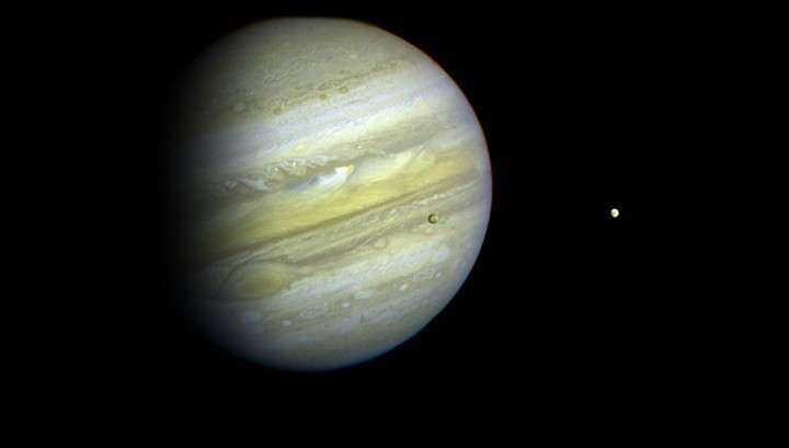 «Юнона» передала на Землю первые снимки с орбиты Юпитера