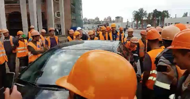 Строители «Зенит-Арены» устроили забастовку из-за невыплаты зарплаты