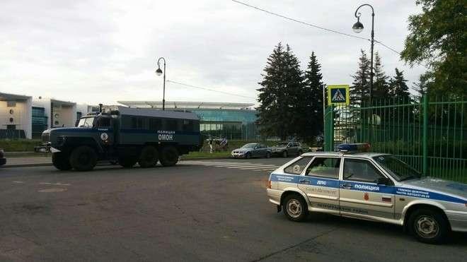 ОМОН оцепил Зенит-Арену, где бастуют рабочие