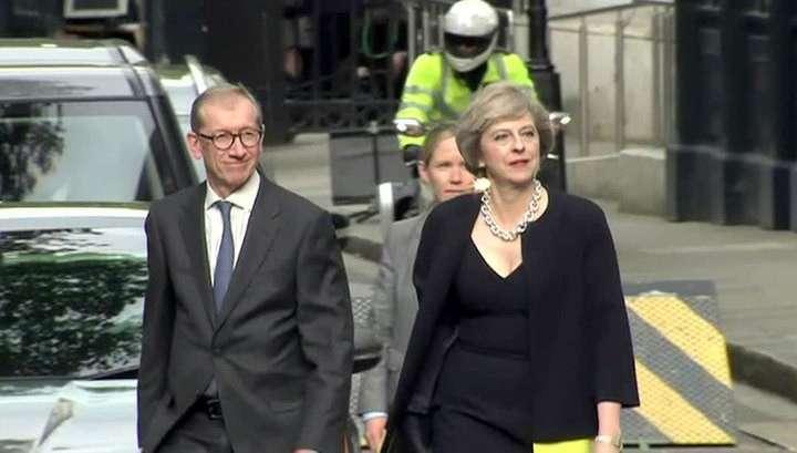 Новый премьер Англии Тереза Мэй приступает к работе