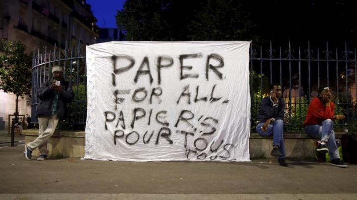 RT представляет панорамное видео с акции мигрантов в Париже