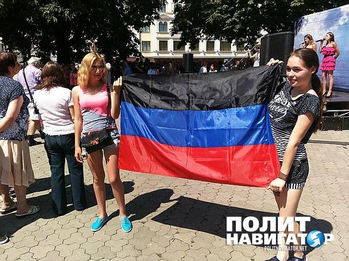 Митинг в Донецке: собравшиеся требуют от мирового сообщества остановить убийцу Порошенко