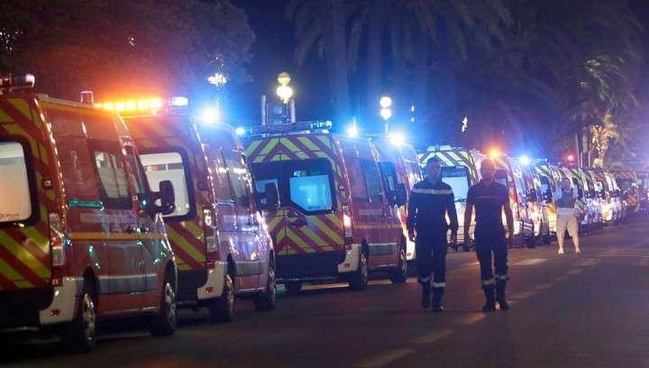 Очевидцы: грузовик в Ницце давил людей два километра
