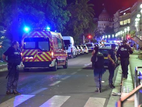 Полицейские просто стояли и смотрели – очевидец о теракте в Ницце