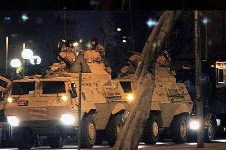 В Турции попытка военного переворота. Мосты в город заблокированы военными, над городом летает военная авиация