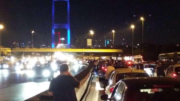 Премьер Турции сообщил о попытке военного переворота в стране