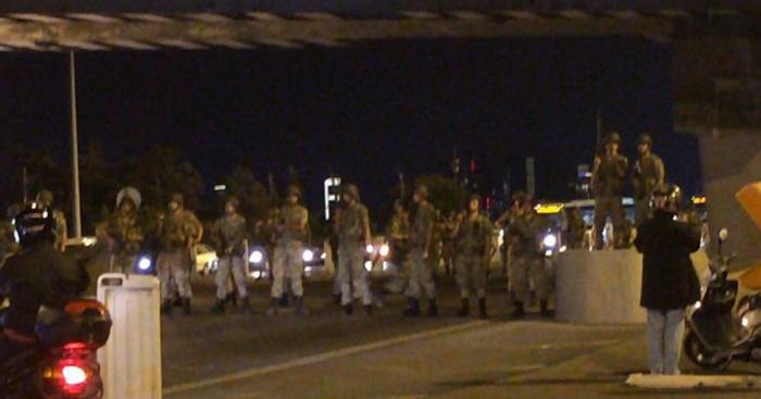 Генштаб Турции заявил о захвате власти в стране и аресте правительства