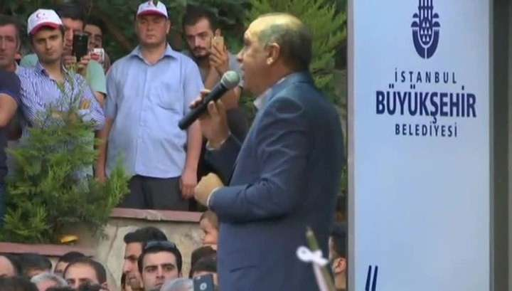 Эрдоган появился на публике: «Не надо шутить с турецким народом»