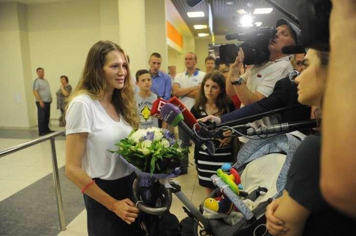 Пассажиров первого после теракта рейса Ницца – Москва встречали журналисты. Фото: Владимир ВЕЛЕНГУРИН