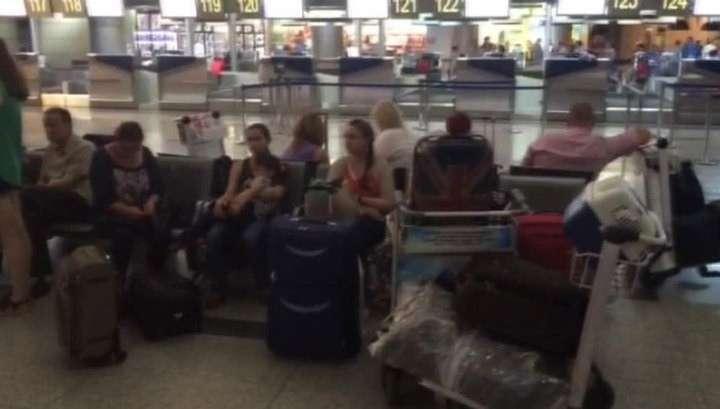 Больше сотни российских туристов застряли в аэропорту Стамбула
