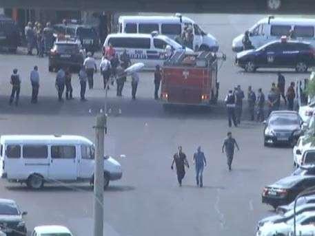 СНБ Армении: захватчики дезинформируют граждан, никакого переворота нет