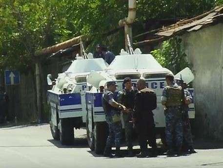 В Ереване началась спецоперация по освобождению заложников