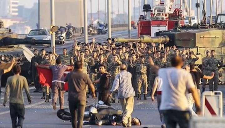 Неудавшийся Турецкий переворот стоил жизни почти 300 человекам