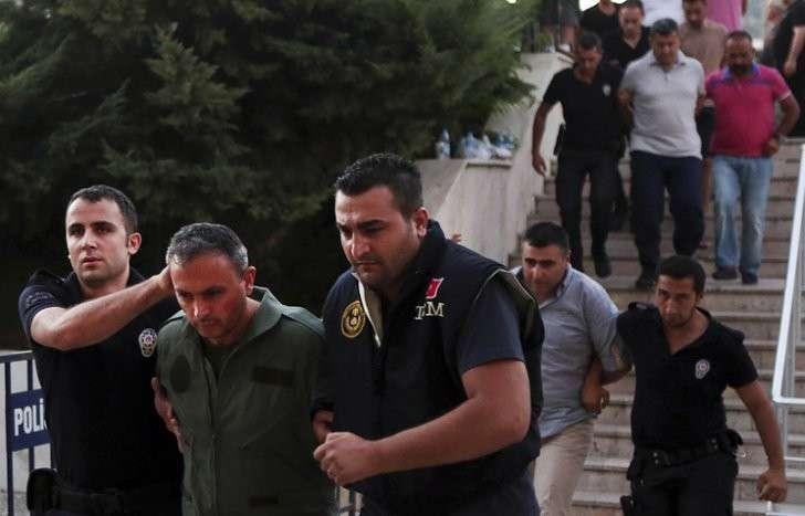 В Турции задержаны 12 генералов и адмирал
