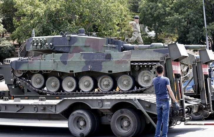 В Стамбуле введено чрезвычайное положение
