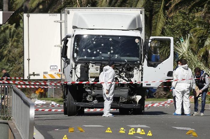 Террорист, устроивший бойню в Ницце, был не один