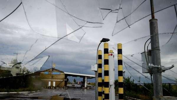 Пограничный пункт пропуска в Луганской области после обстрела. Архивное фото