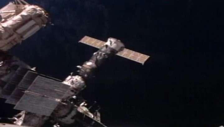 Грузовик Прогресс доставил космонавтам яблоки, борщ и бруснику