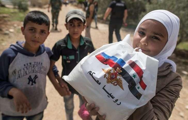 Российские военные доставили 1,5 т гуманитарной помощи жителям сирийской провинции Хама