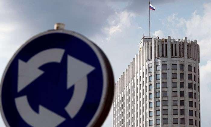 Лукавая цифра: госкомпании отчитались о бережливости. «Газпром» и «Роснефть» экономят всё больше, но цены на их продукцию растут, а доходы руководителей составляют $1-2 млн в месяц
