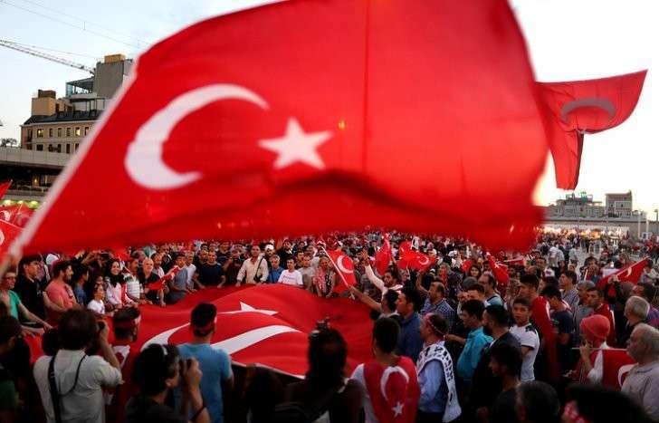 В Турции более 49 тыс. госслужащих уволены по обвинению в связях с заговорщиками