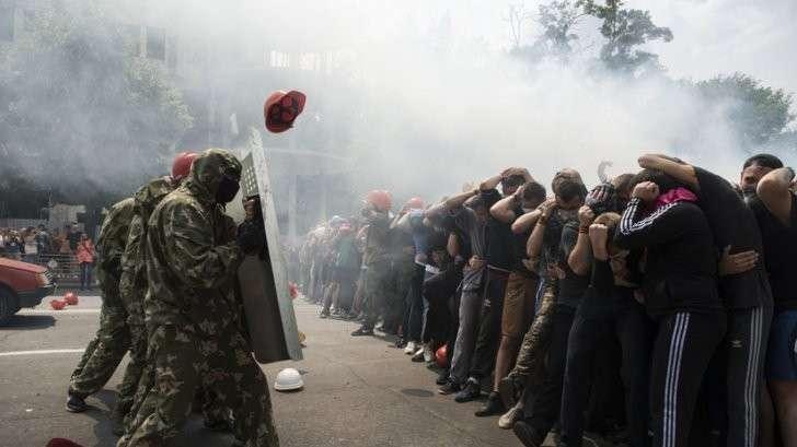 В Луганске прошла тренировка по безоружному противодействию международному вторжению