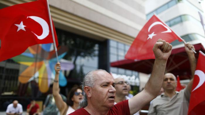 В Турции быстро усиливаются антиамериканские настроения