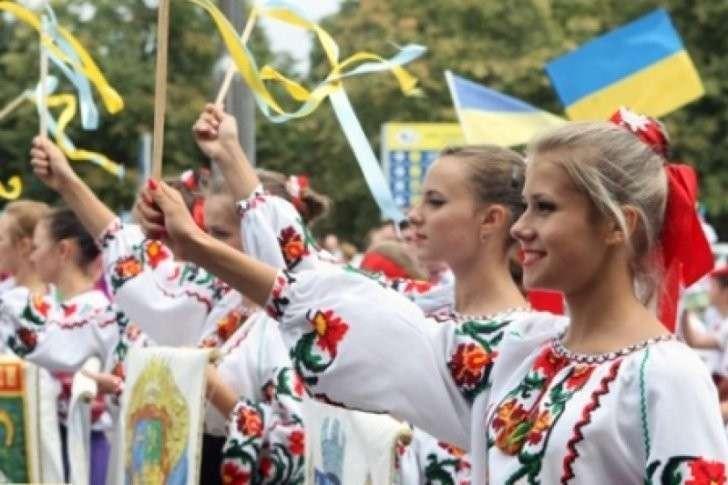 Еврейская Хунта Украины хочет сделать «День национальной рубахи» государственном праздником