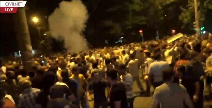 Ереван: столкновения полиции с оппозицией продолжаются