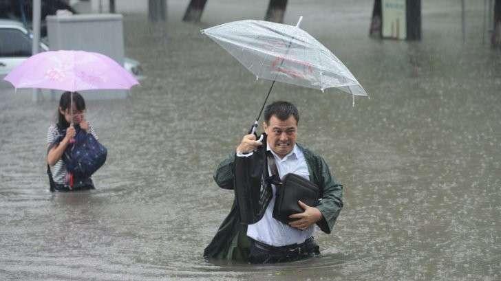 Десятки жертв и непрекращающиеся ливни: как Китай уходит под воду