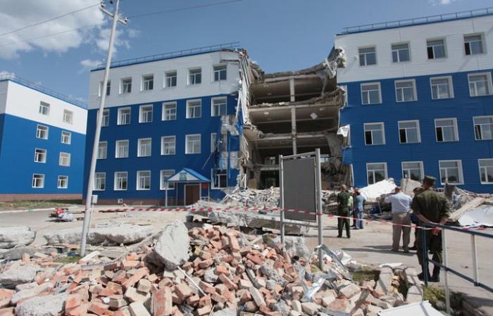 Обрушение казармы в Омске помогло найти воров в Минобороны